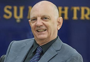 Thầy West Stephen Leslie - Giám đốc chương trình Quốc tế Cambridge