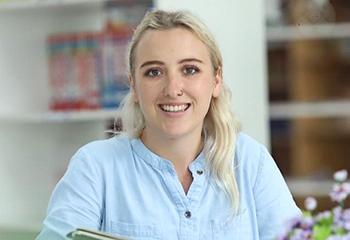 Miss Brogan -GV Hệ Quốc tế Cambridge